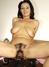 MILF with enormous, out of control bush, gets nailed