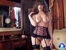 Kate Anne introduces us to her sexy body Wow