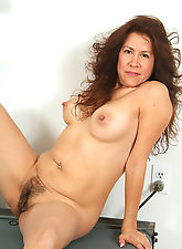 Hairy pussied Alexis works out for us in the nude