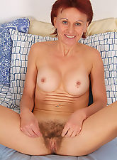 Watch 47 year old Kate spread her hairy mature hole here